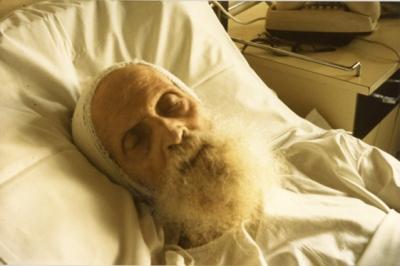 3-archimandrite-Serge-sur-son-lit-de-mort-le-25-juillet-1987