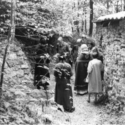 H-Pannikide-sur-la-tombe-de-pere-Gregoire-12-juin-1970