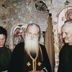 H-Pere-Serge-et-pere-Gregoire-a-lissue-dune-liturgie-au-skit
