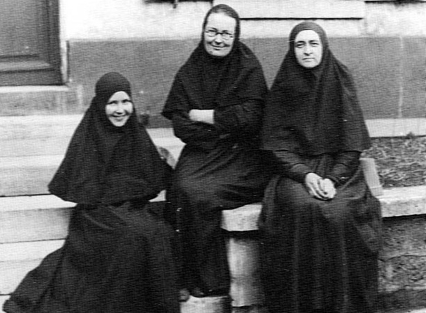 4-Mere-Marie-avec-Mere-Evdokia-et-mere-Lioubov-1935